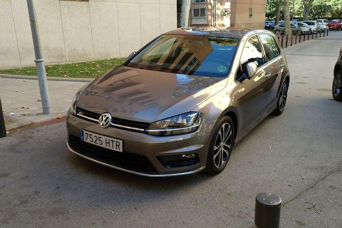 Alquiler barato de Volkswagen Golf con equipamiento GPS cerca de 08207 Sabadell.