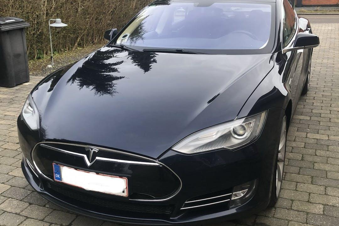 Billig billeje af Tesla Model S med GPS nær  Aalborg.