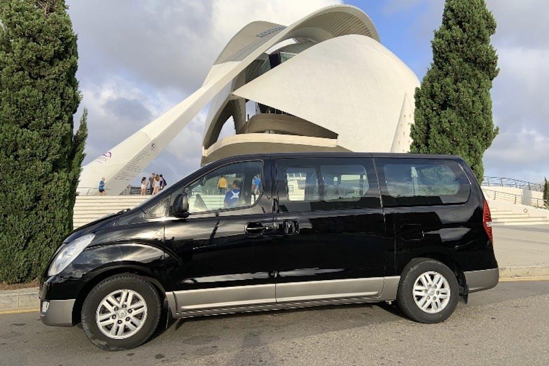 Alquiler barato de Hyundai H-1 Travel 2.5 Crdi 136 cerca de 46023 València.