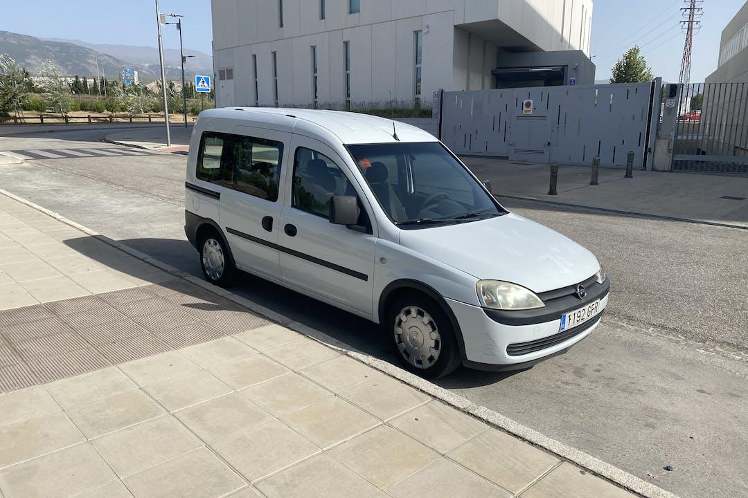 Alquiler barato de Opel Combo con equipamiento Bola de remolque cerca de 18008 Urbanización los Vergeles.
