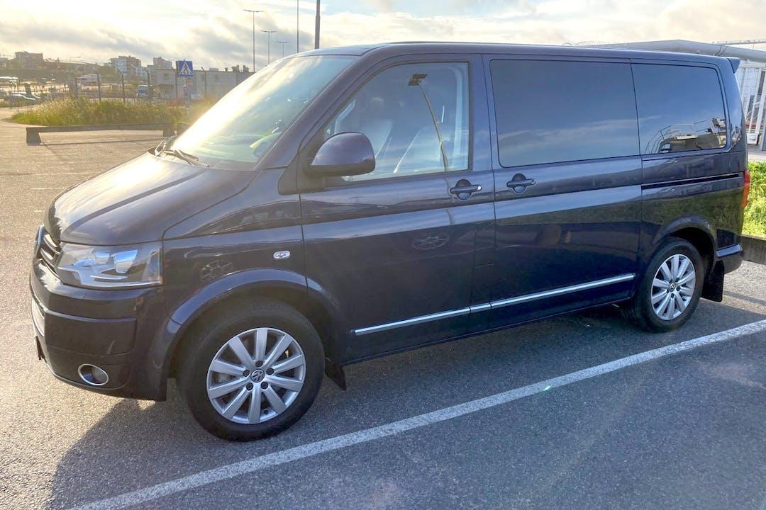 Billig biluthyrning av Volkswagen Multivan med GPS i närheten av  Riksby.