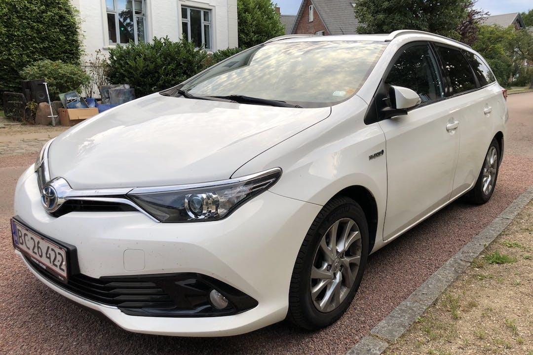 Billig billeje af Toyota Auris Hybrid med GPS nær 2500 København.