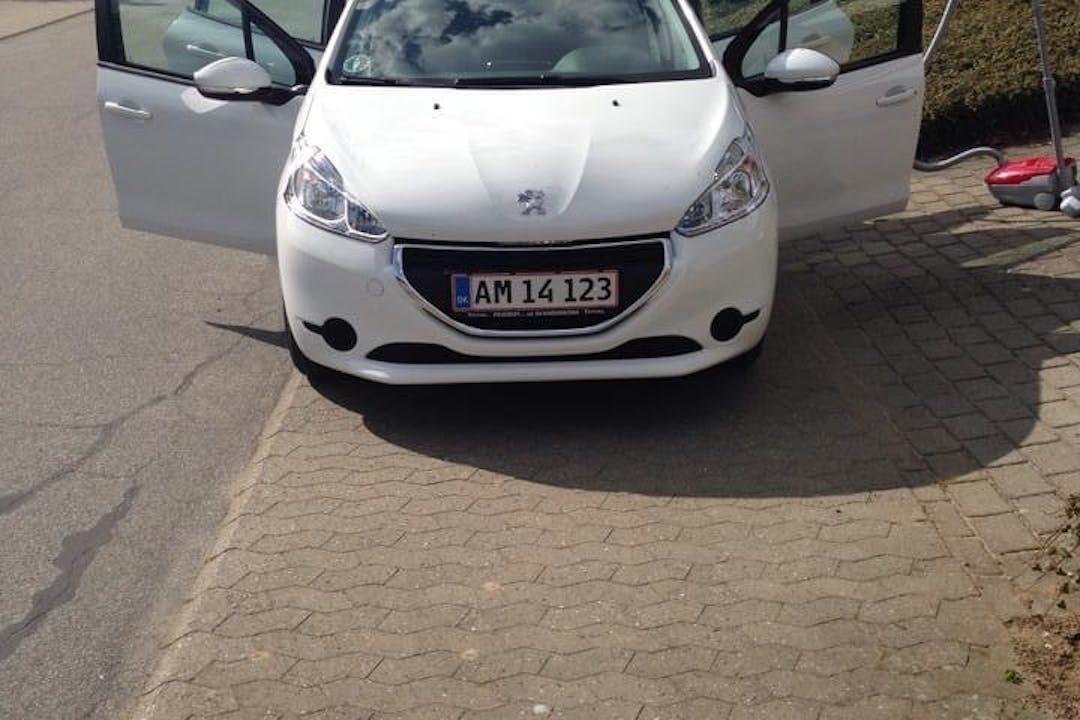 Billig billeje af Peugeot 208 nær 8950 Ørsted.