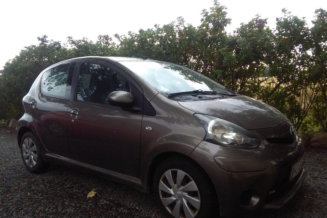 Billig billeje af Toyota AYGO nær 3720 Aakirkeby.