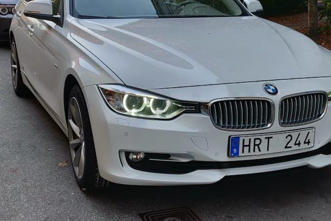 Billig biluthyrning av BMW 3 Series i närheten av  Skytteholm.