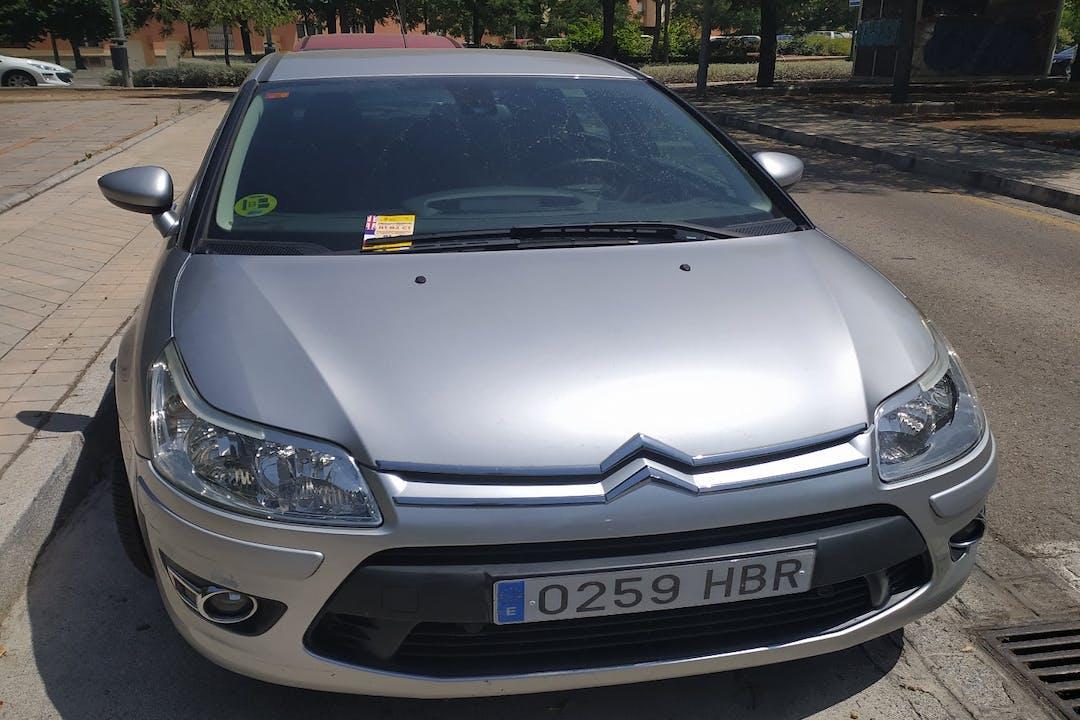 Alquiler barato de Citroën C4 con equipamiento GPS cerca de 18003 Granada.