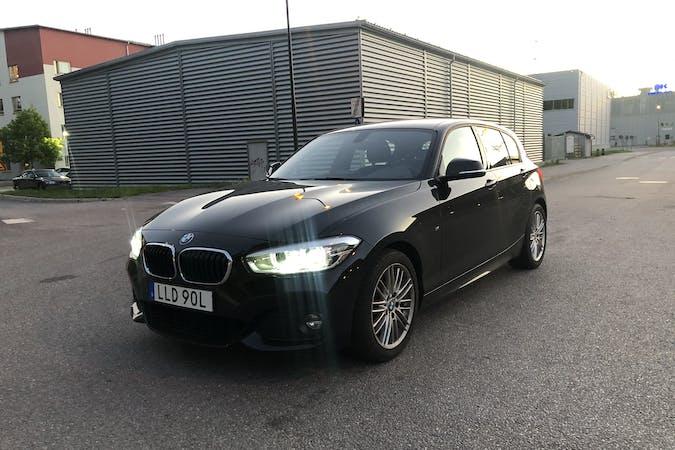 Billig biluthyrning av BMW 1 Series med Bluetooth i närheten av 141 74 Segeltorp.