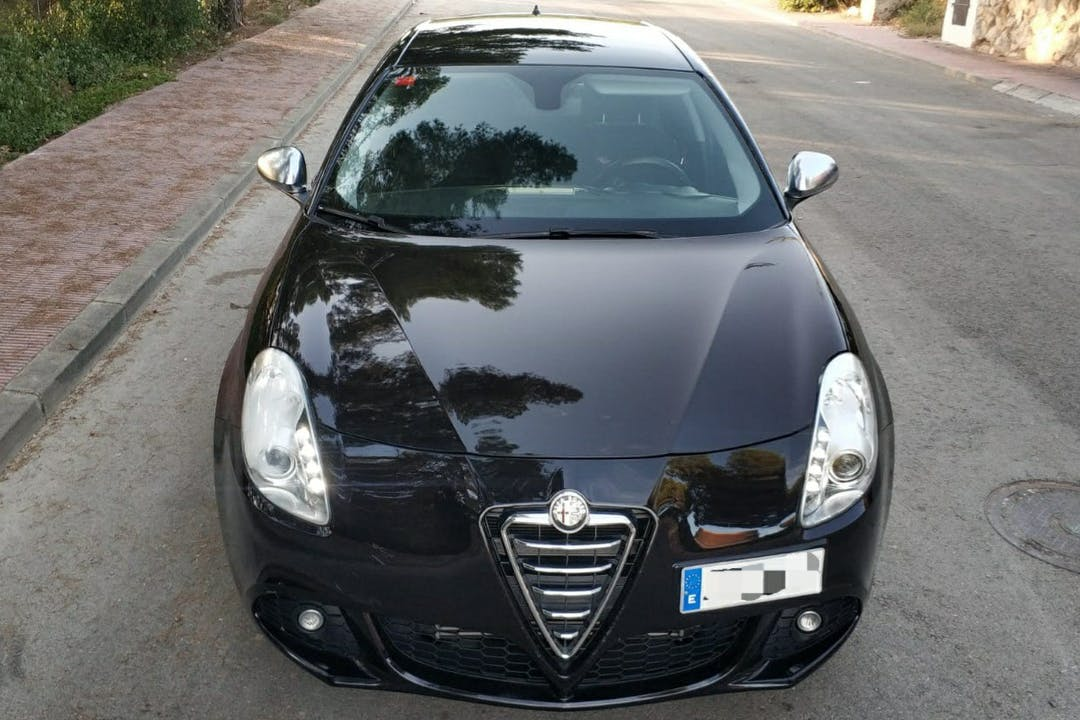 Alquiler barato de Alfa Romeo Giulietta cerca de 43003 Tarragona.