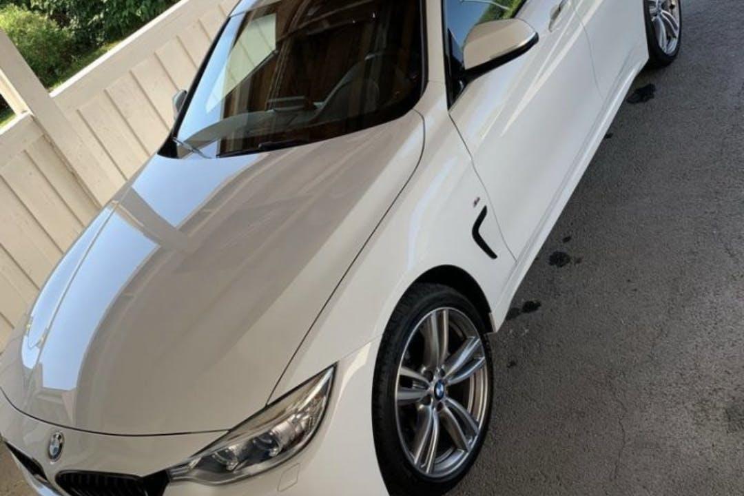 Billig biluthyrning av BMW 4 Series med Isofix i närheten av 142 31 Skogås.