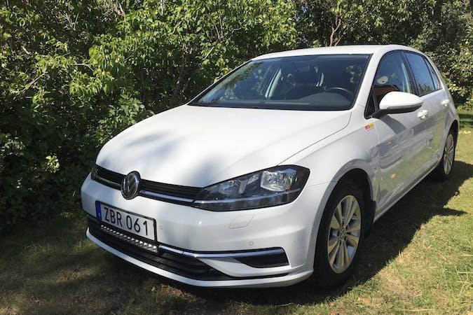 Billig biluthyrning av Volkswagen Golf med Isofix i närheten av 393 51 Berga-Bergavik.