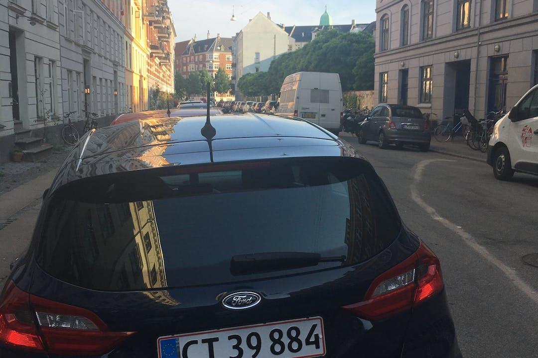 Billig billeje af Ford Fiesta nær  København.