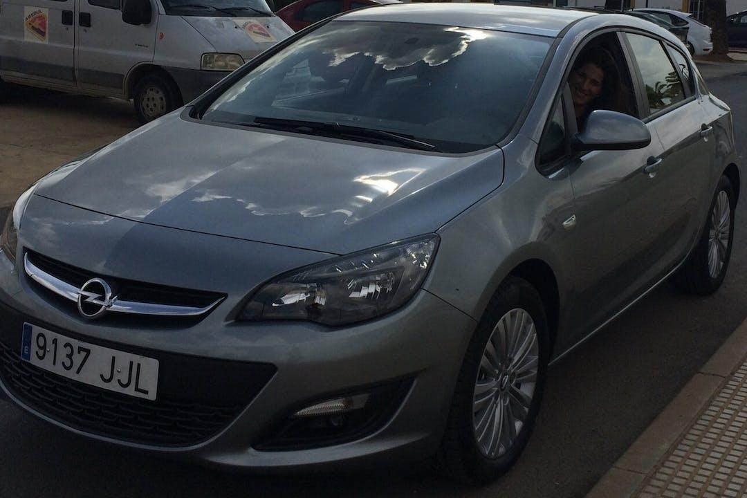 Alquiler barato de Opel Astra cerca de 29631 Benalmádena.