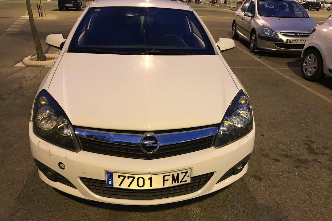 Alquiler barato de Opel Astra cerca de 28792 Miraflores de la Sierra.