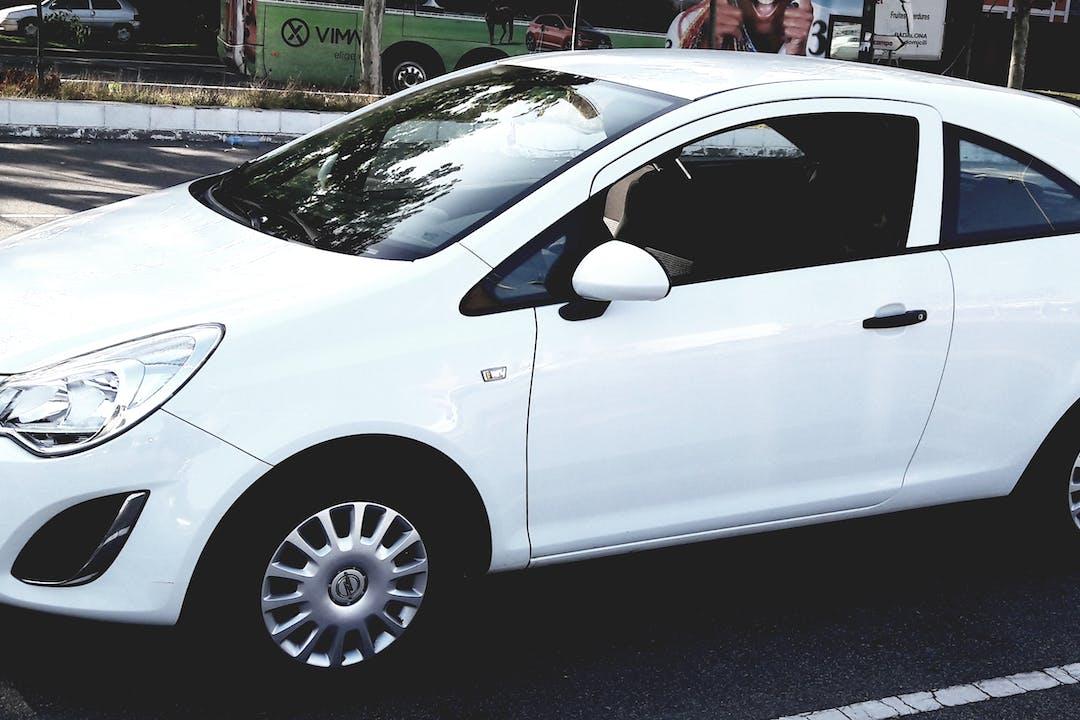 Alquiler barato de Opel Corsa cerca de 08110 .