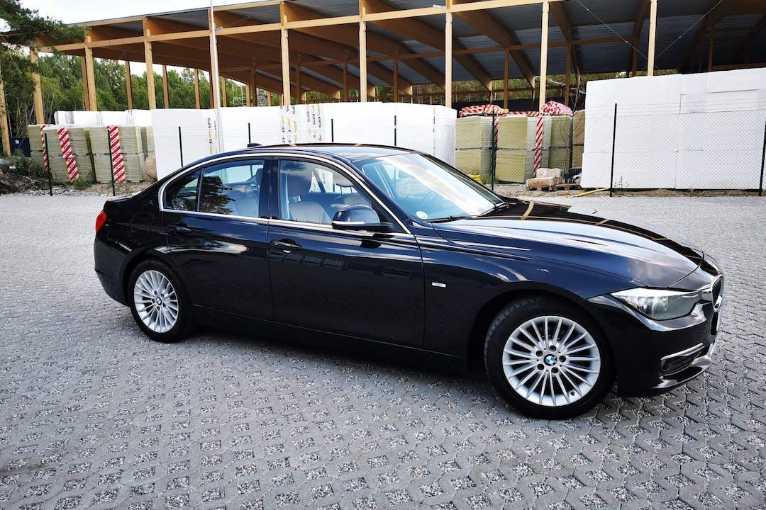 Billig biluthyrning av BMW 3 Series i närheten av 632 25 Västermalm-Nyfors.