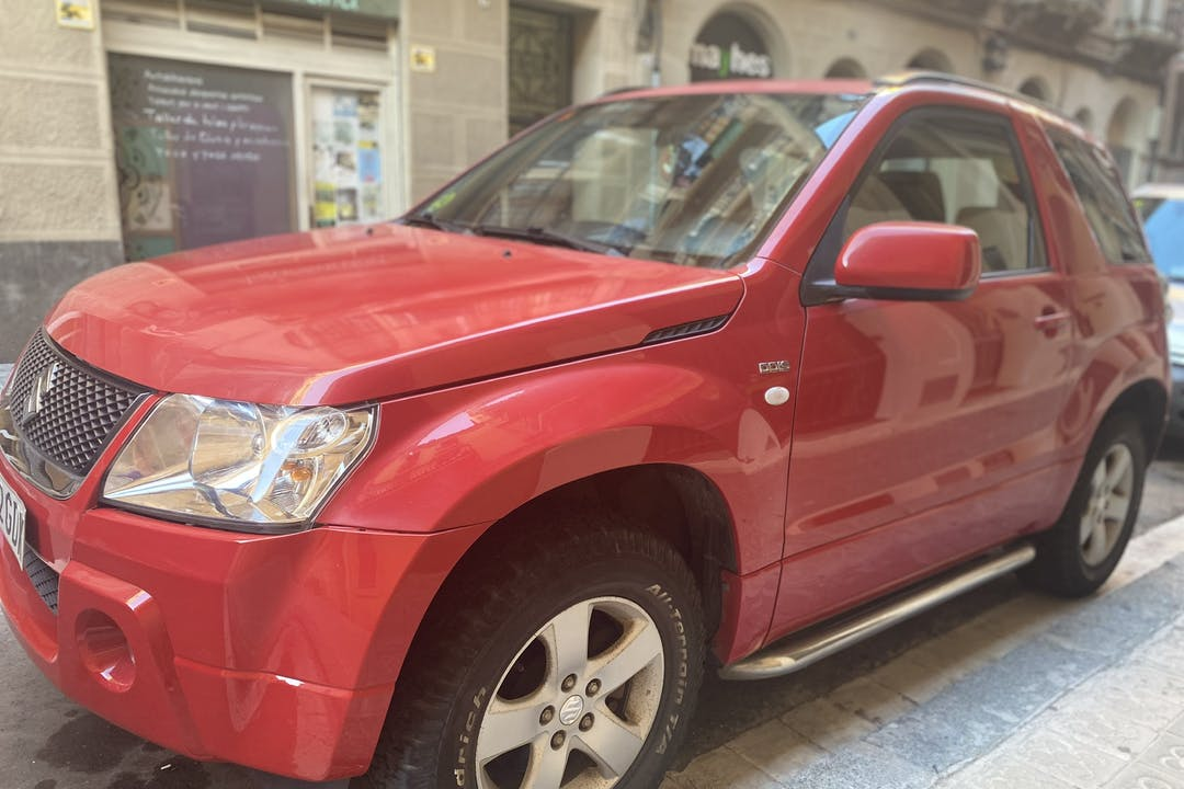 Alquiler barato de Suzuki Grand Vitara cerca de  Barcelona.
