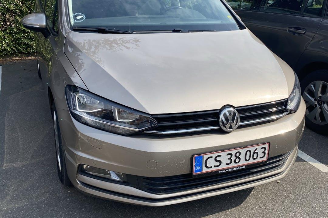 Billig billeje af Volkswagen Touran med Anhængertræk nær  København.