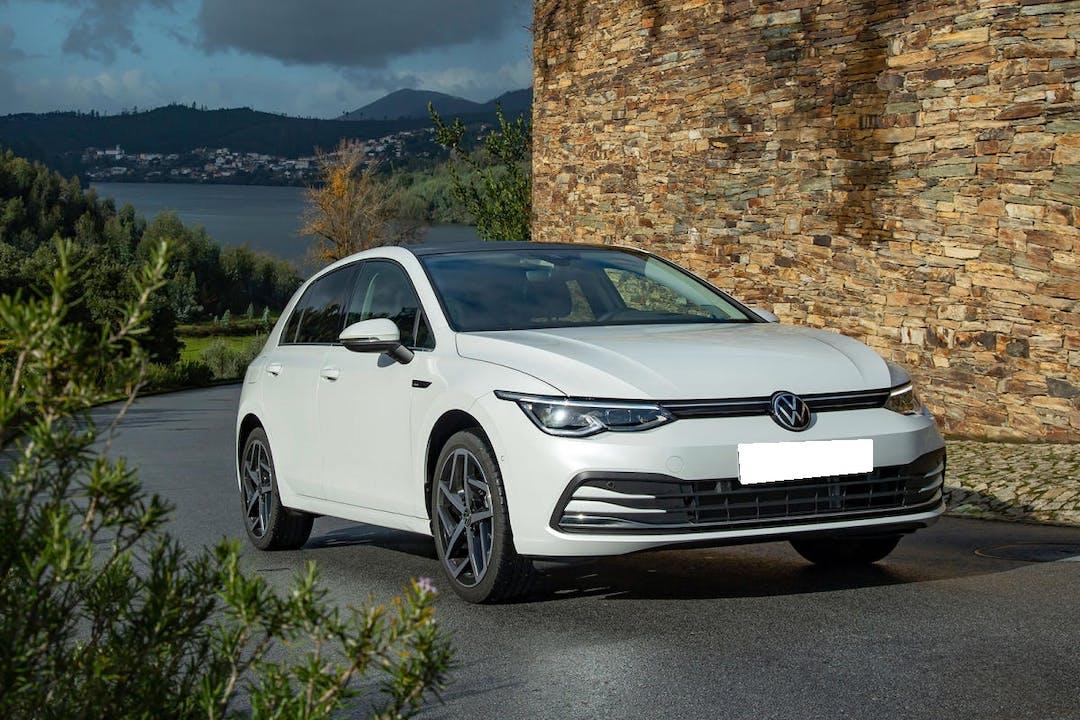 Alquiler barato de Volkswagen Golf con equipamiento GPS cerca de 46018 València.