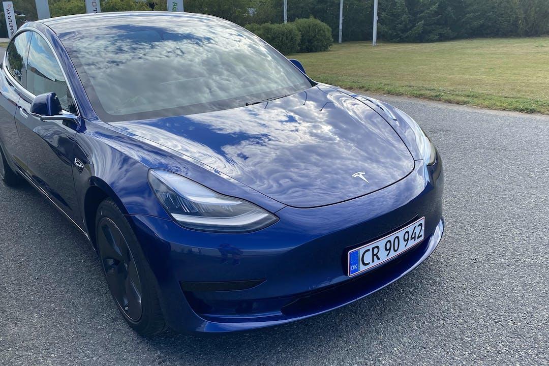 Billig billeje af Tesla Model 3 med GPS nær 7100 Vejle.
