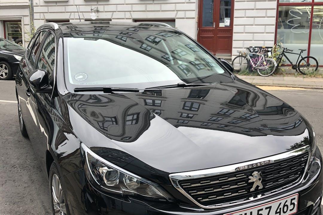Billig billeje af Peugeot 308 SW med GPS nær 7120 Vejle.