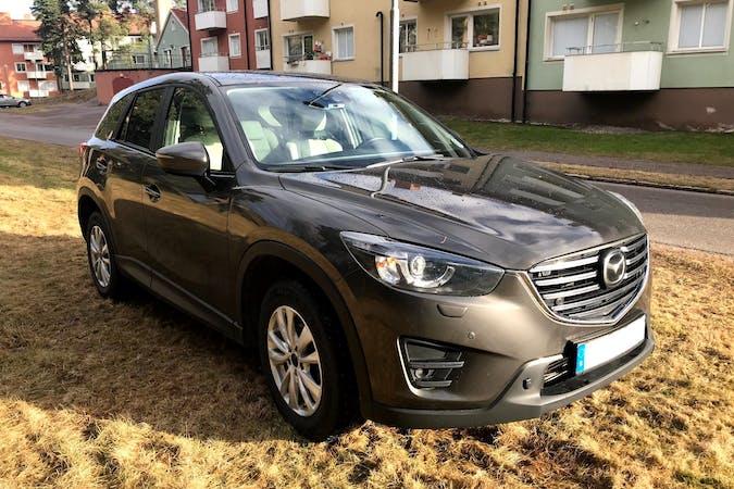 Billig biluthyrning av Mazda CX-5 med GPS i närheten av  Enskede-Årsta-Vantör.