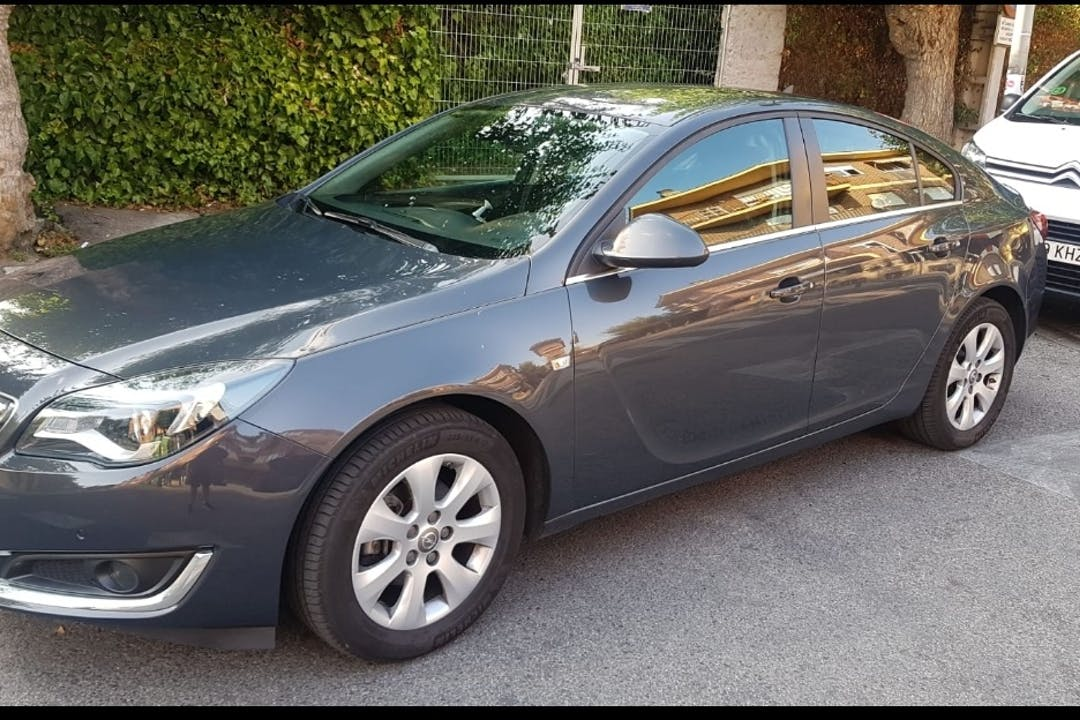 Alquiler barato de Opel Insignia cerca de 28270 Colmenarejo.