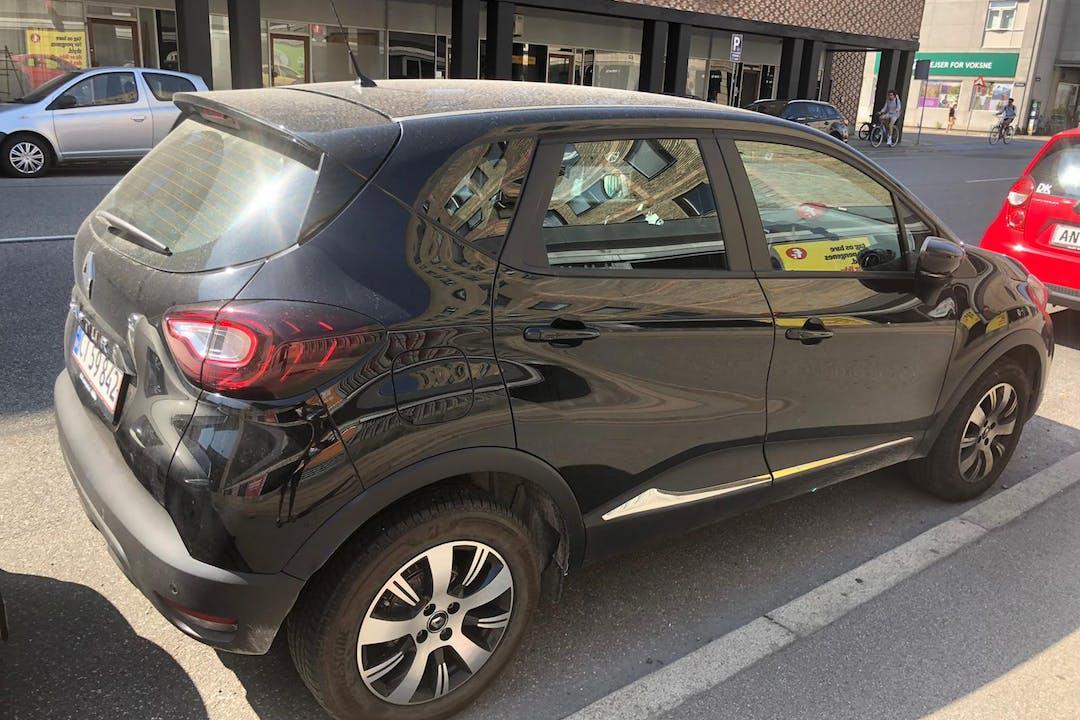 Billig billeje af Renault Captur med GPS nær 2720 København.
