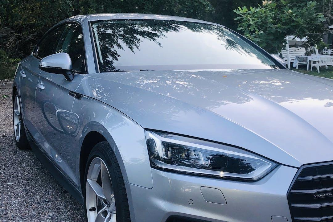 Billig biluthyrning av Audi A5 med GPS i närheten av  .