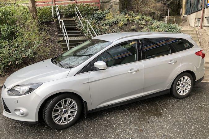 Billig biluthyrning av Ford Focus med Isofix i närheten av 416 65 Bagaregården.