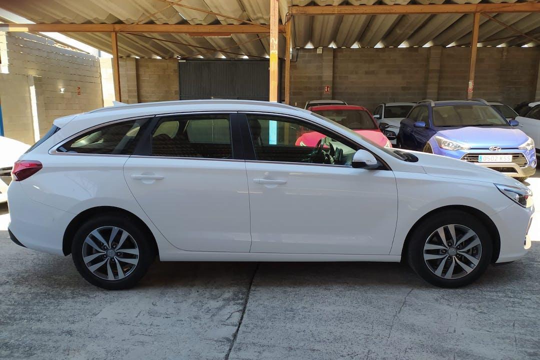 Alquiler barato de Hyundai I30 cerca de 18002 Granada.
