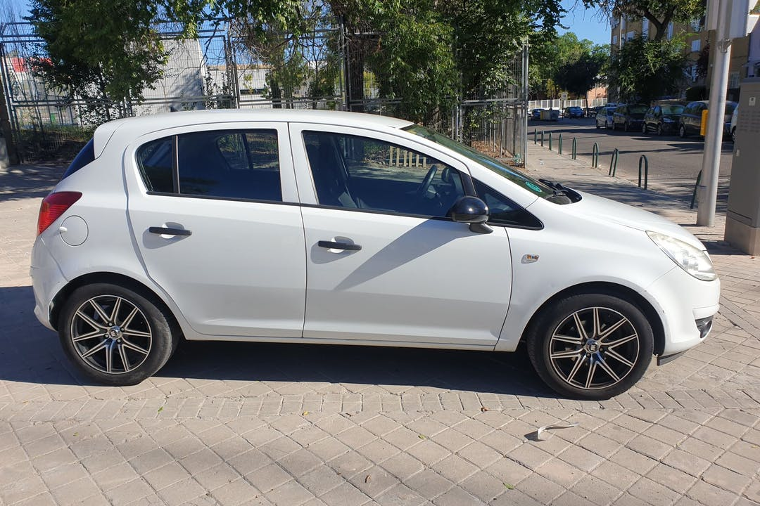 Alquiler barato de Opel Corsa cerca de 28019 Madrid.