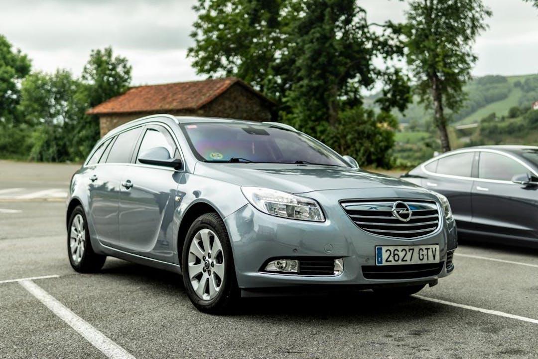 Alquiler barato de Opel Insignia con equipamiento Bola de remolque cerca de 28012 Madrid.