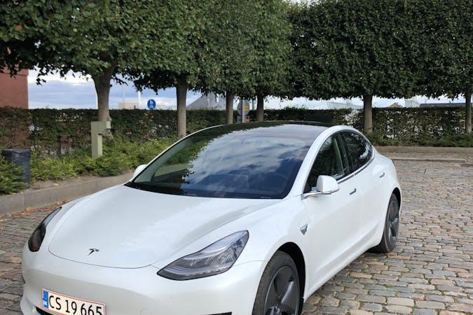 Billig billeje af Tesla Model 3 nær  København.