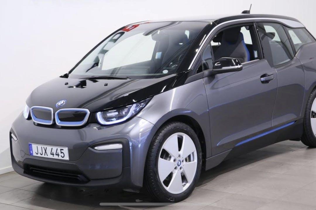 Billig biluthyrning av BMW i3 i närheten av 175 67 Skälby.