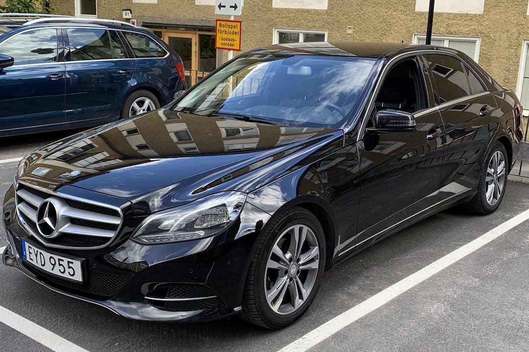 Billig biluthyrning av Mercedes E-Class i närheten av 165 64 Hässelby-Vällingby.
