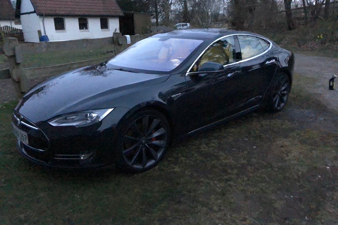 Billig billeje af Tesla Model S nær 3490 Kvistgård.