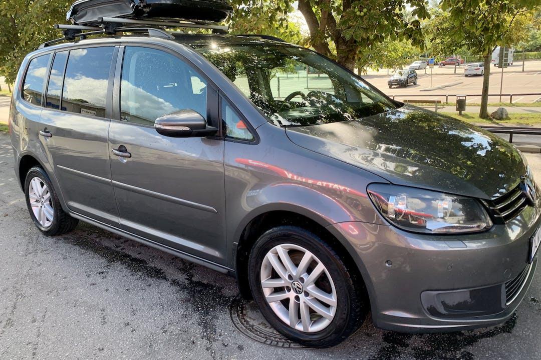 Billig biluthyrning av Volkswagen Touran i närheten av 131 61 Nacka.