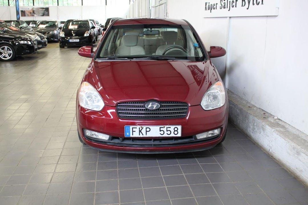 Billig biluthyrning av Hyundai Accent i närheten av  Johannelund.