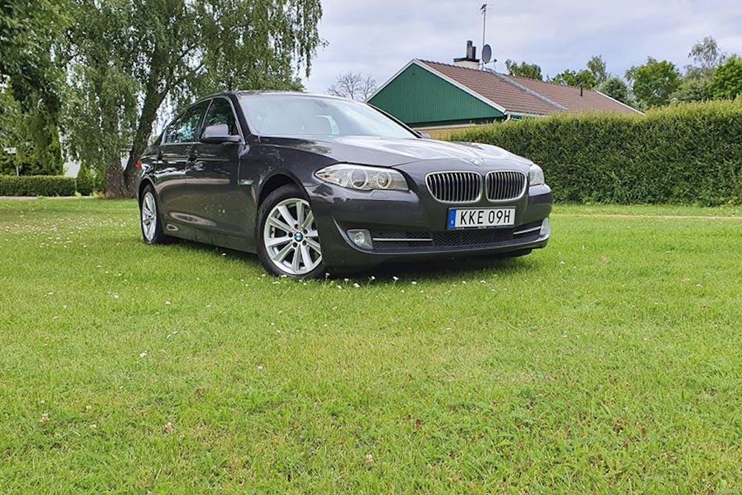 Billig biluthyrning av BMW 5 Series i närheten av 116 40 Södermalm.
