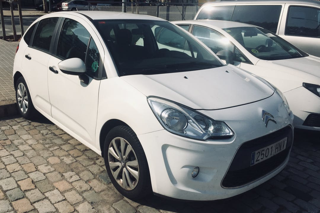 Alquiler barato de Citroën C3 cerca de  Barcelona.