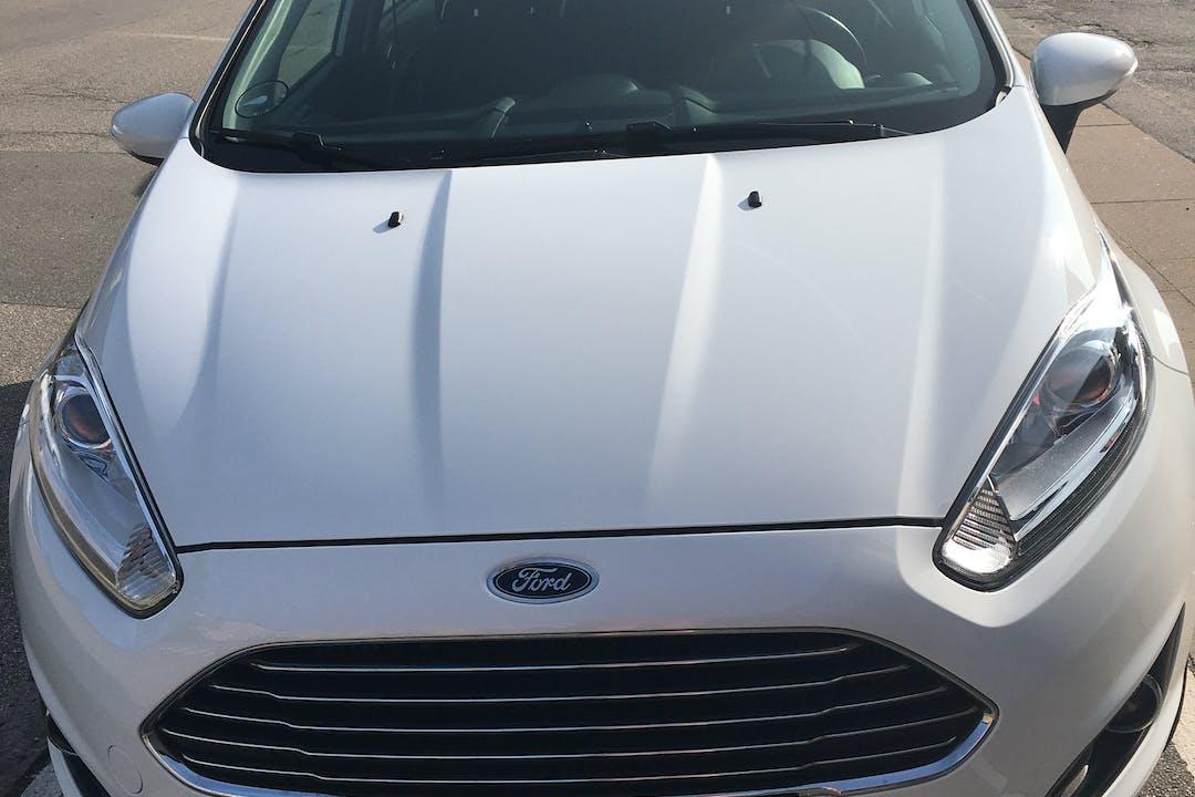 Billig billeje af Ford Fiesta nær 2720 København.
