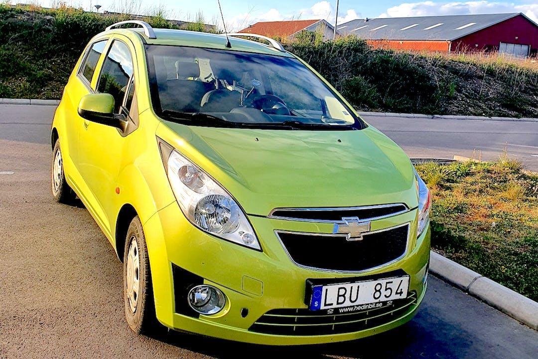 Billig biluthyrning av Chevrolet Spark i närheten av 238 37 Söder.