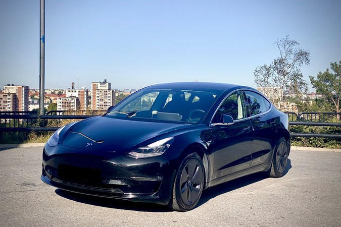 Billig biluthyrning av Tesla Model 3 med GPS i närheten av 118 55 Södermalm.