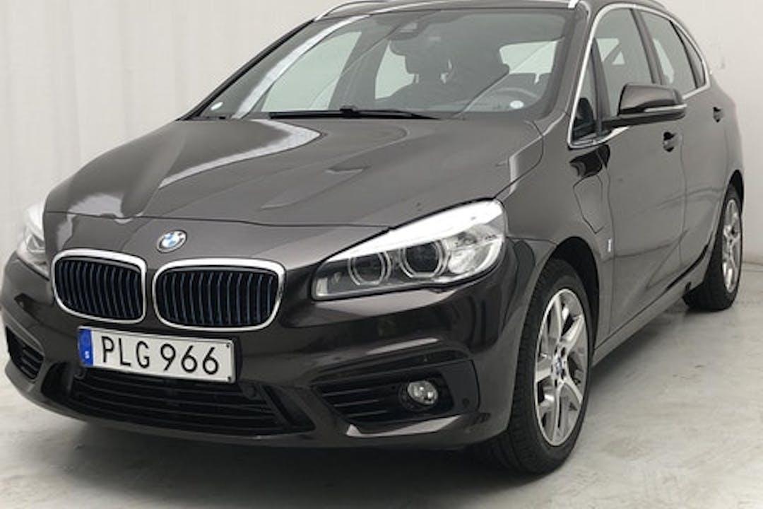 Billig biluthyrning av BMW 2 Series i närheten av 120 68 Södermalm.