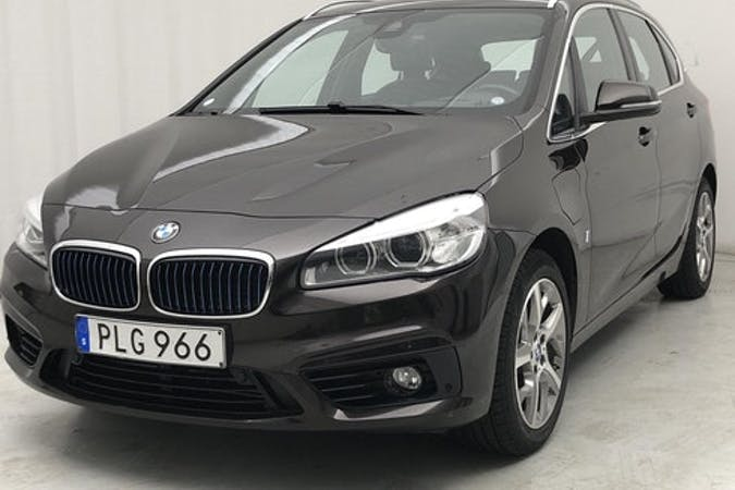 Billig biluthyrning av BMW 2 Series med GPS i närheten av 120 68 Södermalm.