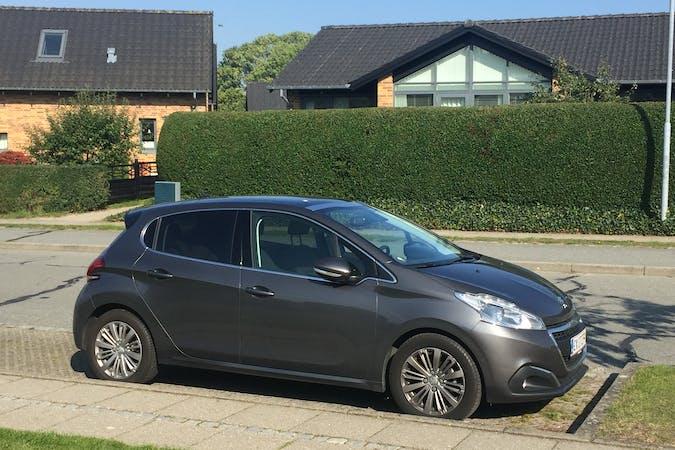 Billig billeje af Peugeot 208 nær 8410 Rønde.