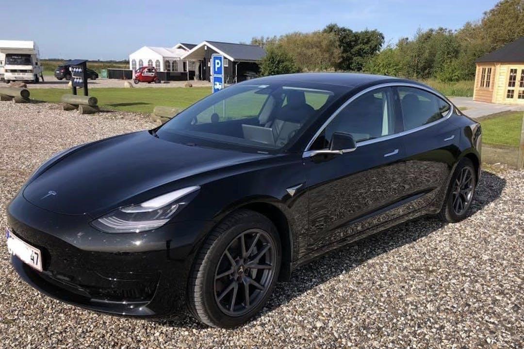 Billig billeje af Tesla Model 3 med Aircondition nær 8900 Randers.