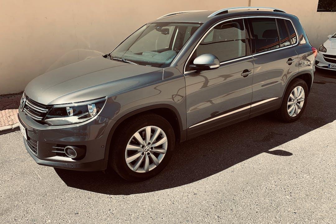 Alquiler barato de Volkswagen Tiguan cerca de 18006 Granada.