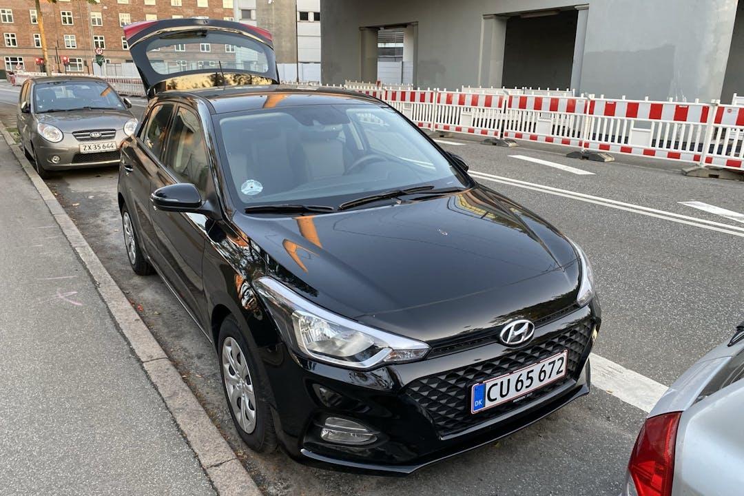 Billig billeje af Hyundai i20 med Bluetooth nær 2200 København.