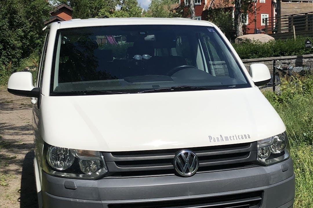 Billig biluthyrning av Volkswagen Multivan med Isofix i närheten av 187 77 Täby Kyrkby.